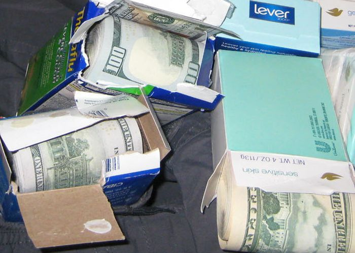 Man Busted At JFK With $770K In Hidden Cash (5 pics)