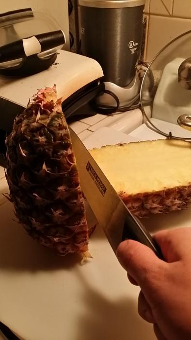 The Best Way To Cut A Pineapple (10 pics)