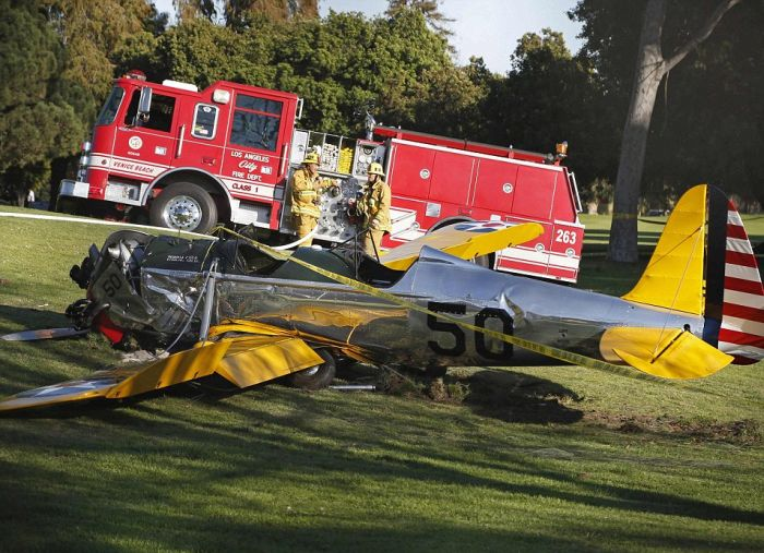 Harrison Ford Crash Landed On A Gold Course To Keep Others Safe (10 pics)