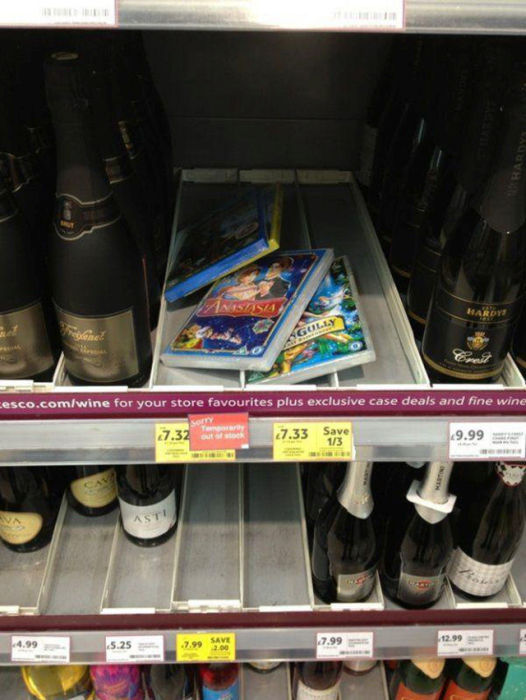 People Who Made Important Decisions While Shopping (25 pics)