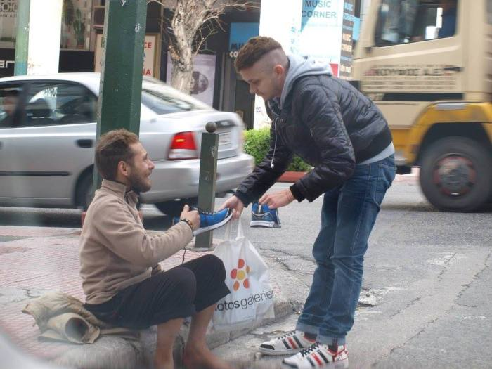 A Random Act Of Kindness Goes A Long Way (4 pics)
