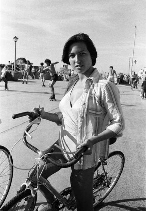 Vintage Photos Of People Keeping It Cool (34 pics)