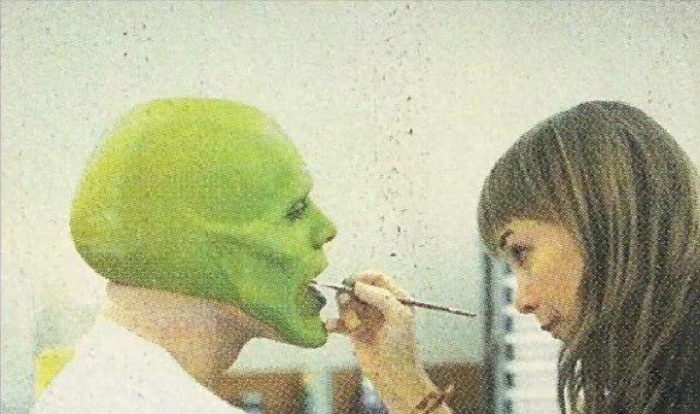 How Jim Carrey Put On The Mask In 1994 (7 pics)