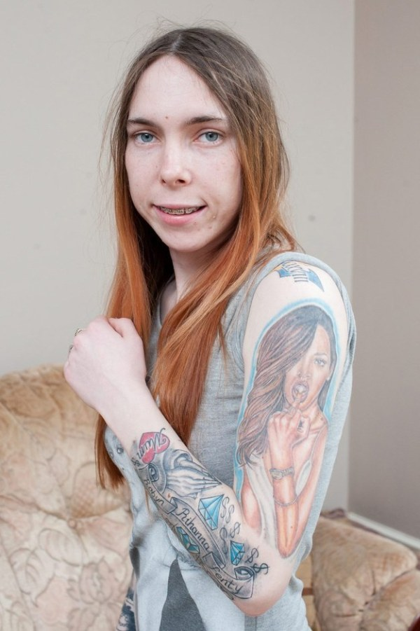 This Woman Covered Herself In Tattoos Of Rihanna's Face (5 pics)
