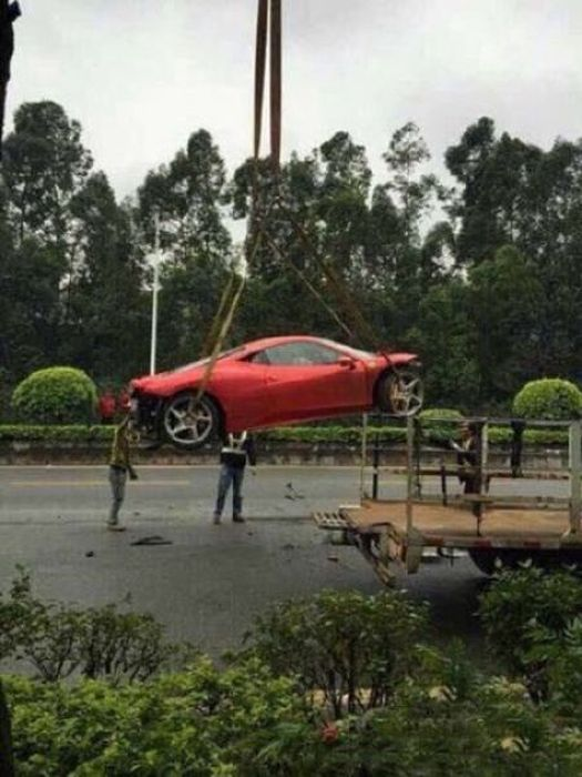 This Beautiful Ferrari Got Shredded In A Collision With A Tree (12 pics)