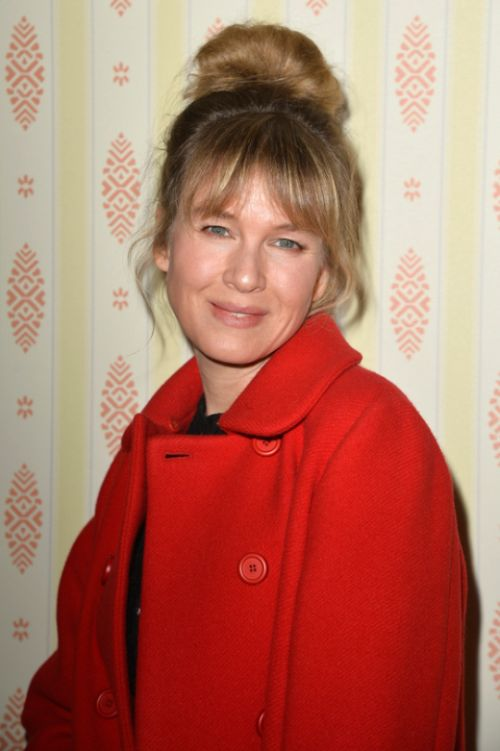 Renee Zellweger Is Looking Like Her Old Self Again (6 pics)
