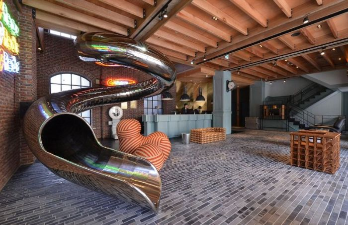 This Taiwan Hotel Spent $150,000 On A Slide For Their Guests (6 pics)