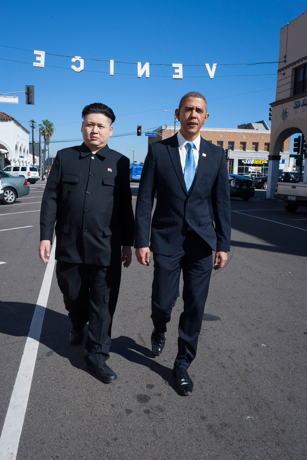 Barack Obama and Kim Jong Un Impersonators Stroll Through L.A. Together (7 pics)