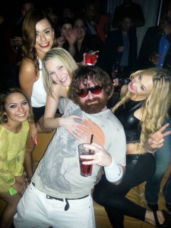 This Man Makes Six Figures A Year Pretending To Be Alan From The Hangover (4 pics)
