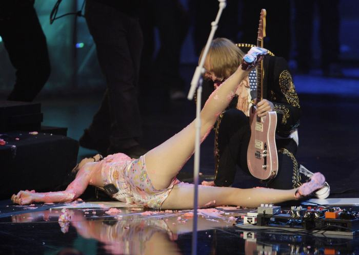 Celebrities That Totally Lost A Fight Against Gravity (11 pics)