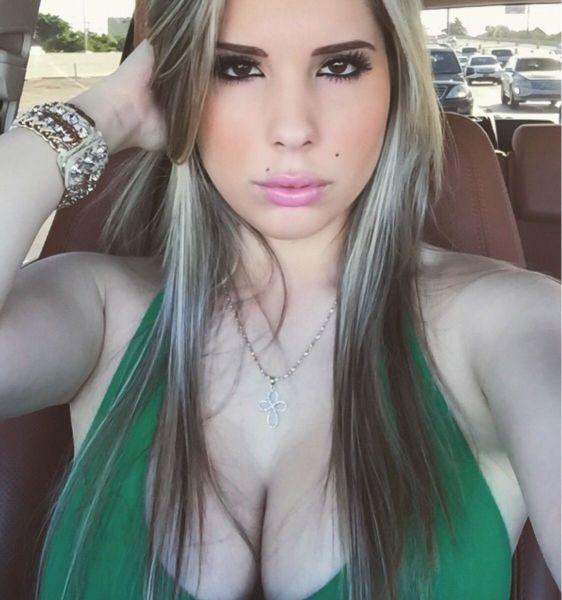 Beautiful Busty Girls (48 pics)