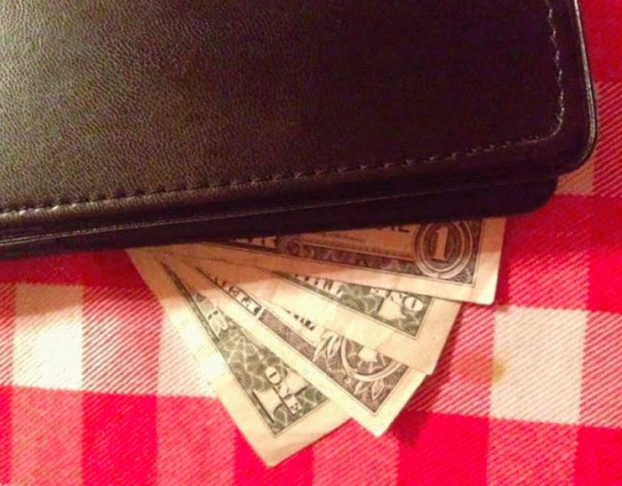 Clever Way To Leave Tips... (4 pics)