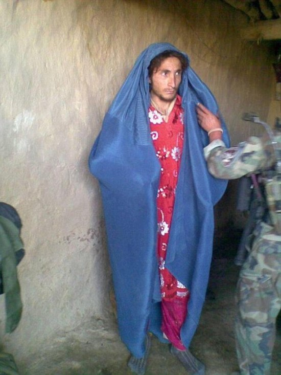 ISIS Fighters Flee Battlefield Dressed as Women  (3 pics)