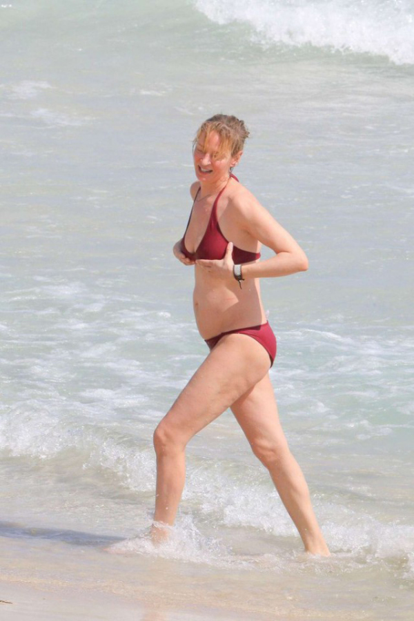 Uma Thurman Hangs Out In A Bikini On The Beach In Saint Barthelemy (8 pics)
