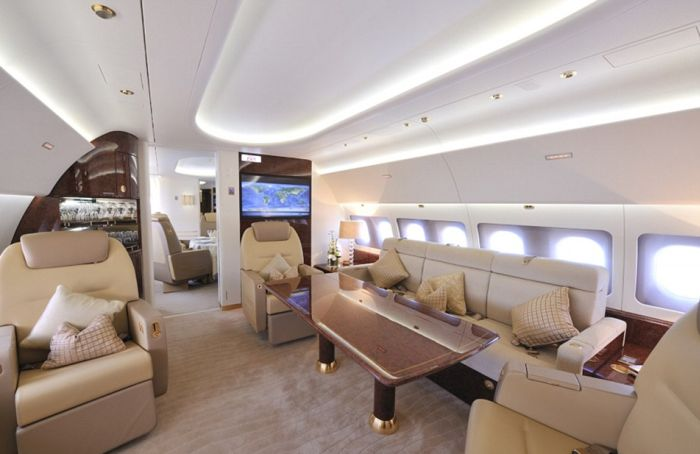 An Inside Look At Heir Force One (10 pics)