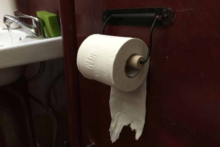 124 Year Old Patent Ends The Over Or Under Toilet Paper Debate (4 pics)