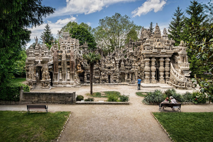 French Mailman Spends 33 Years Building A Palace With Pebbles (10 pics)
