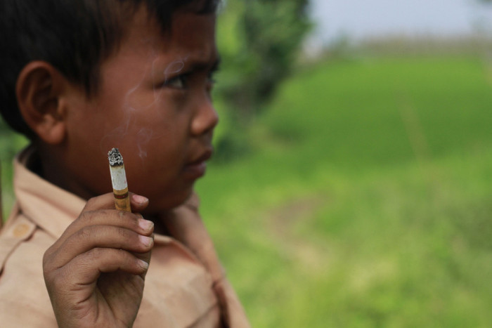 This 7 Year Old Boy Smokes Three Packs A Day (10 pics)