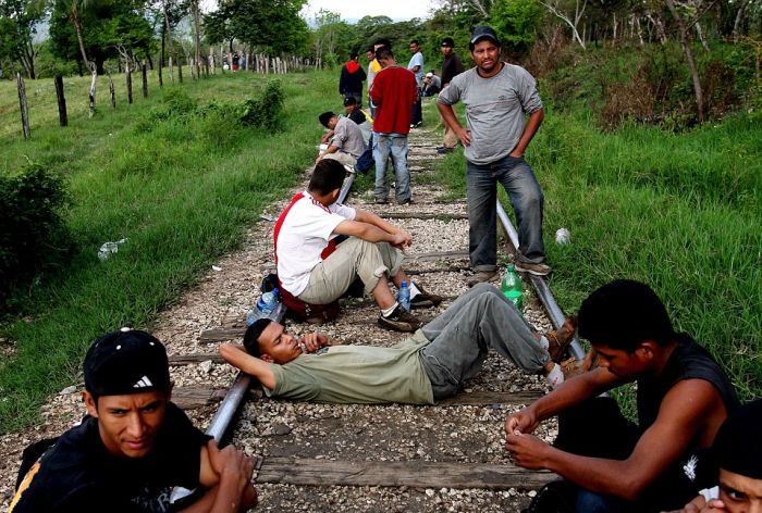 How Mexicans Defy Death In An Attempt To Reach America (15 pics)