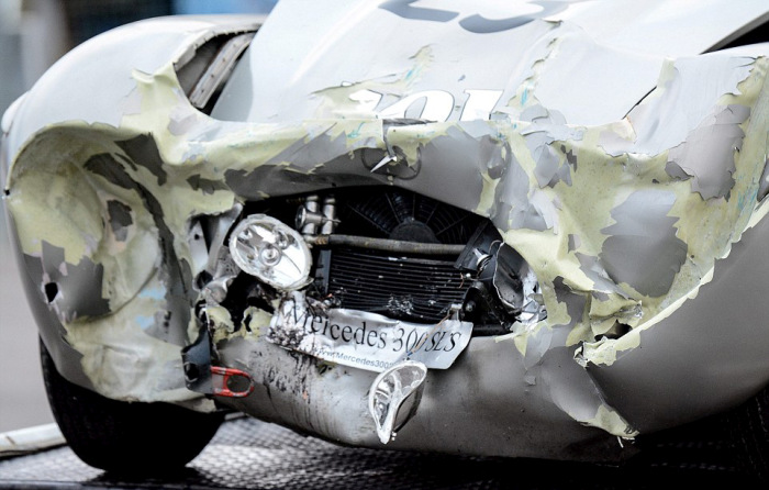 When A Mercedes Collides With A Jaguar (9 pics)