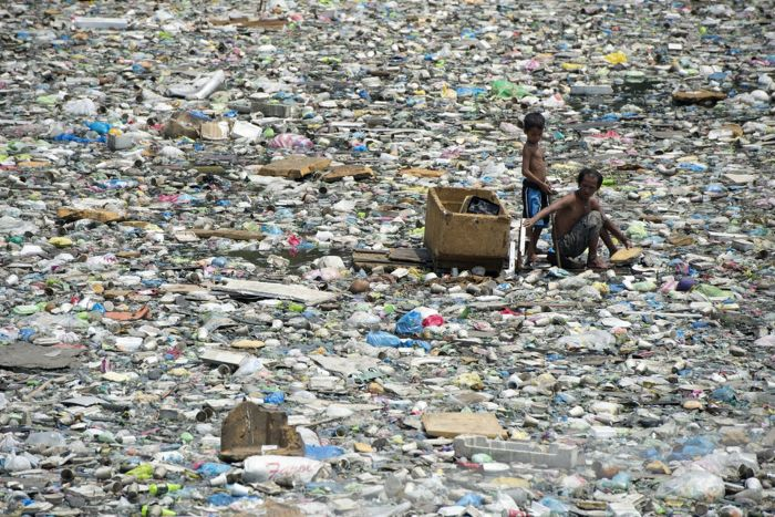 Father And Son Travel Through Garbage For $3 Dollars A Day (6 pics)