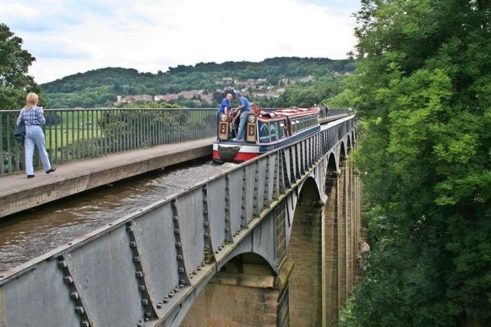 Take A Ride On The Pontcysyllte Aqueduct (9 pics)