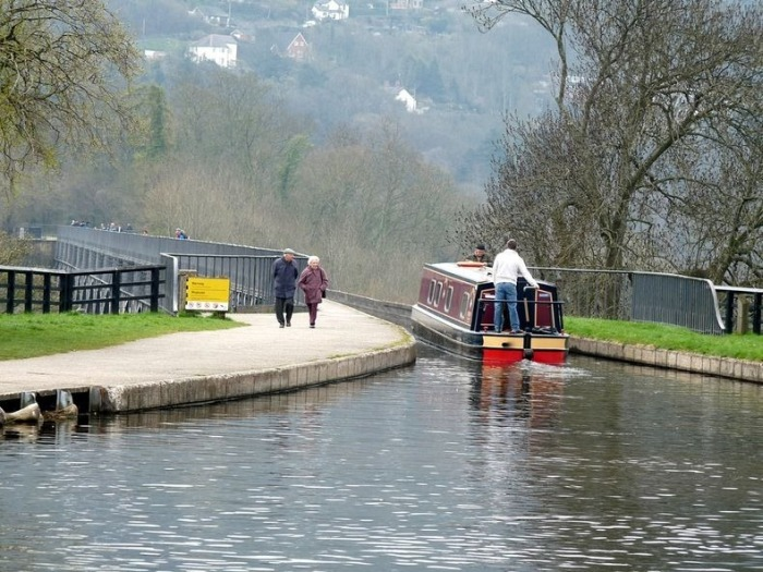 Take A Ride On The Pontcysyllte Aqueduct (9 pics)