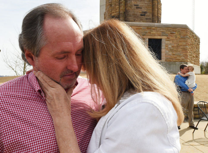 Man Reunites With Nurse That Changed His Life 40 Years Later (5 pics)