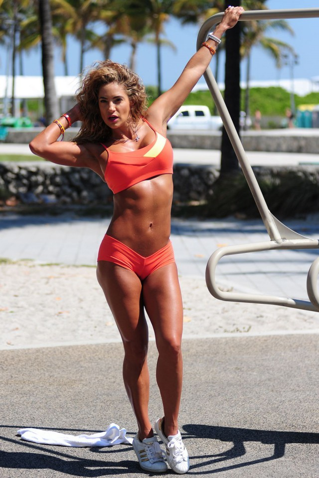 Jennifer Nicole Lee Has One Of The Hottest Bodies On The Planet (20 pics)