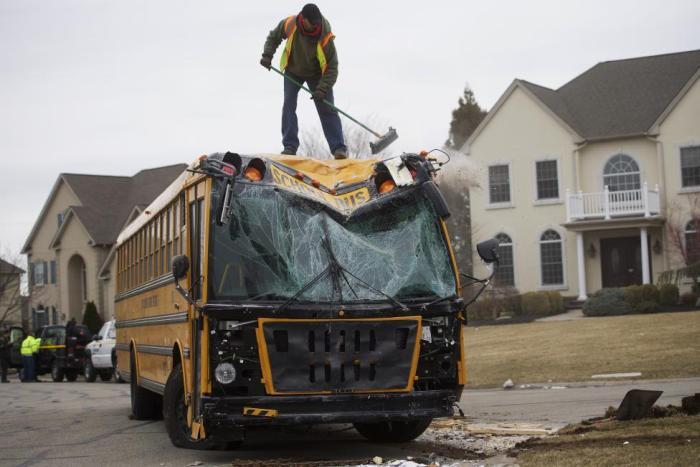 School Bus Comes Crashing Right Into The Living Room (7 pics)