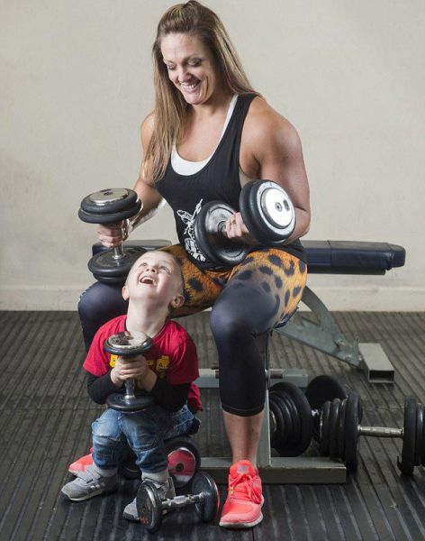 Overweight Mother Transforms Herself Into Championship Bodybuilder (8 pics)