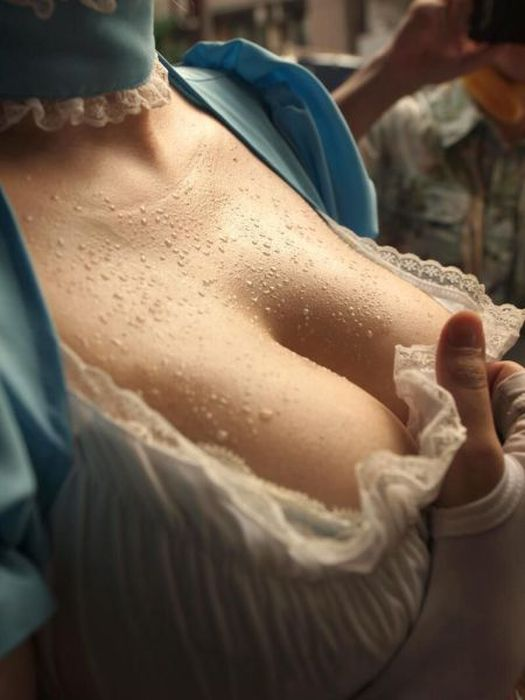 Candid Closeups Make Cleavage Look So Sexy (53 pics)