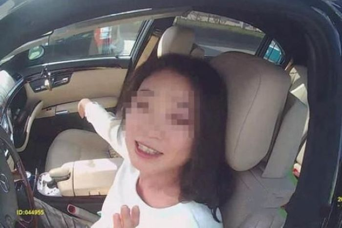 Drunk Driving Female Poses For A Selfie (6 pics)