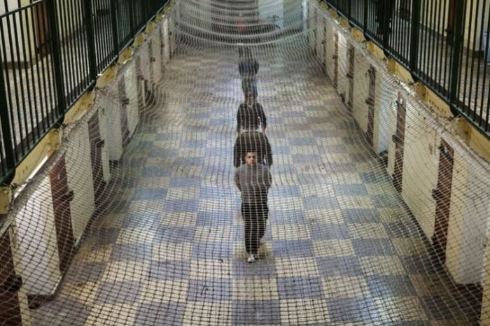 A look at life inside of a french prison 21 pics for Interieur french