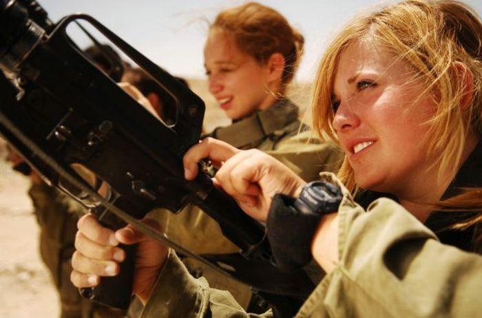 Pretty Girls Of The Israeli Army (99 pics)