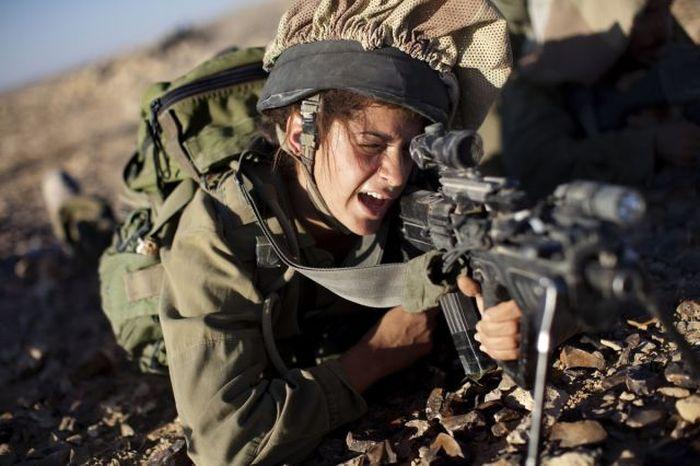 Girls Of The Israeli Army (99 pics)