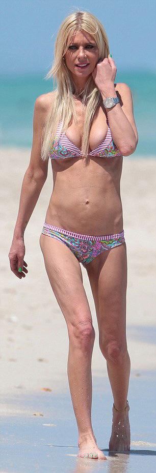 Tara Reid's Thin Body Has A Lot Of People Worried (8 pics)