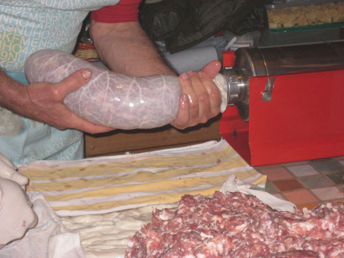 How To Make Real Homemade Italian Salami (27 pics)