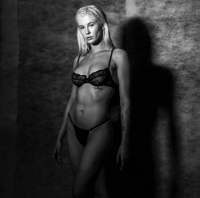 Ireland Baldwin Goes Topless In New Sexy Photoshoot (5 pics)