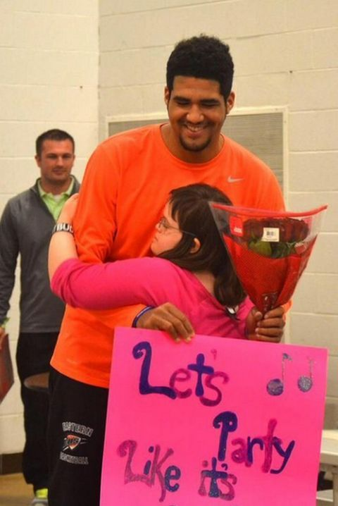 High School Basketball Player Asks Girl With Down Syndrome To Prom (3 pics)