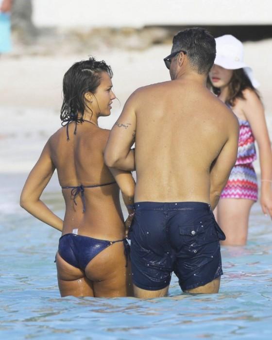 Jessica Alba Shows Off Her Beach Body In A Bikini (20 pics)