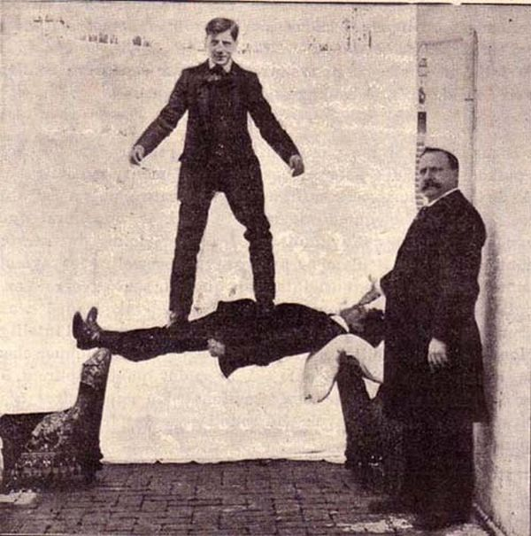 A Look Back At The Creepy History Behind Planking (5 pics)