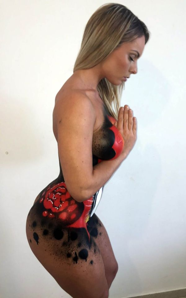 This Miss Bumbum Winner Painted The Virgin Mary On Her Body (5 pics)