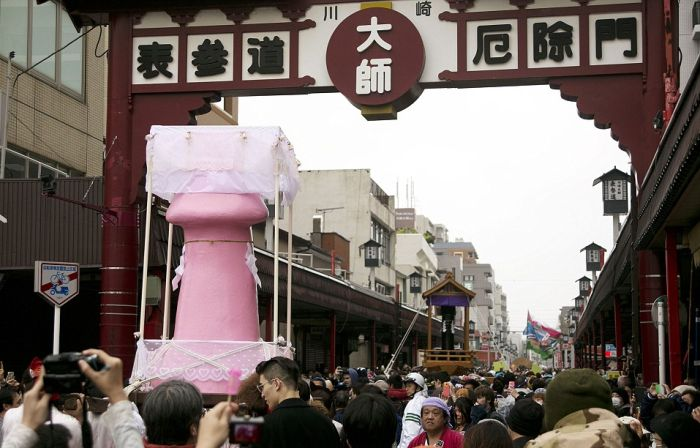 Japan's Festival Of The Steel Phallus Proves Size Does Matter (12 pics)