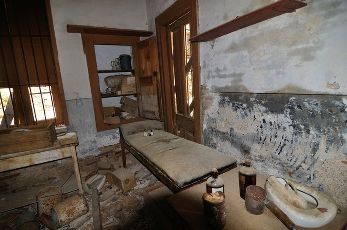 This Abandoned Colony In Greece Was Built For A Strange Purpose (27 pics)