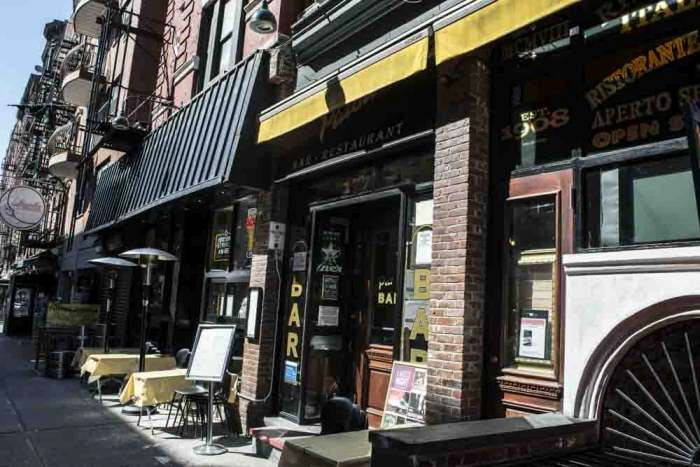 Take A Neighborhood Tour Of Little Italy In New York City (41 pics)