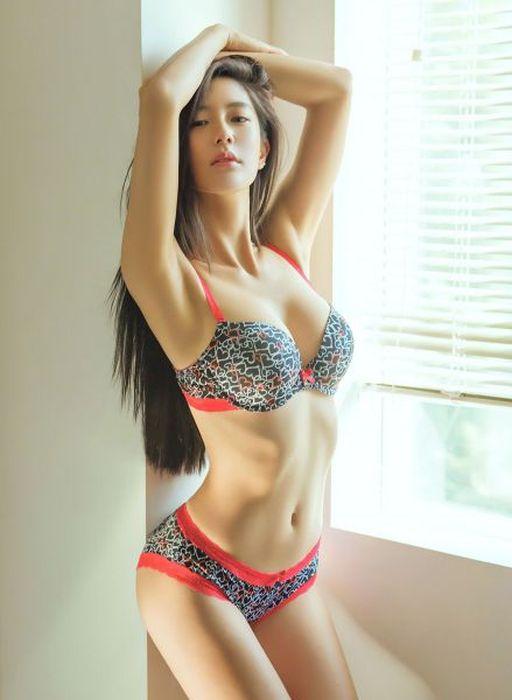 Busty Asian Girls (58 pics)