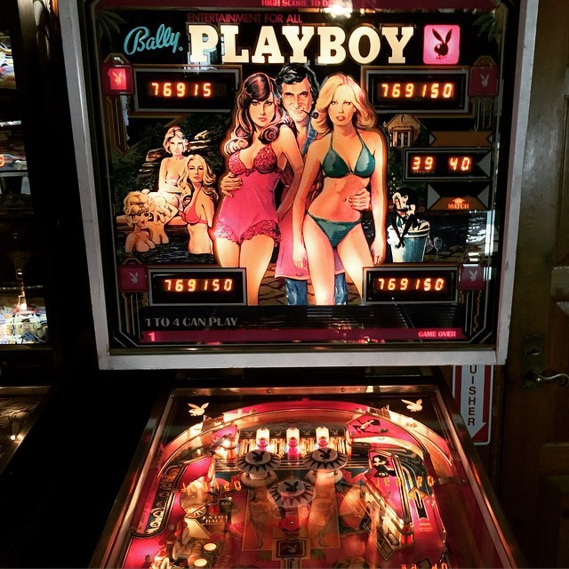 A Look At Life Inside The Playboy Mansion (32 pics)