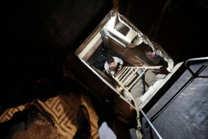 Secret Wardrobe Tunnel Leads To Drug Ring (9 pics)