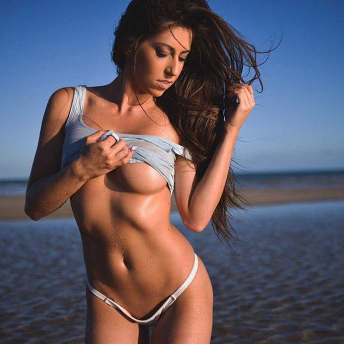 It's So Lovely When Ladies Show Off A Little Underboob (49 pics)
